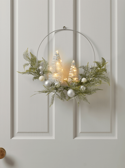 NEW Light Up Frosted Brush Trees Wire Wreath