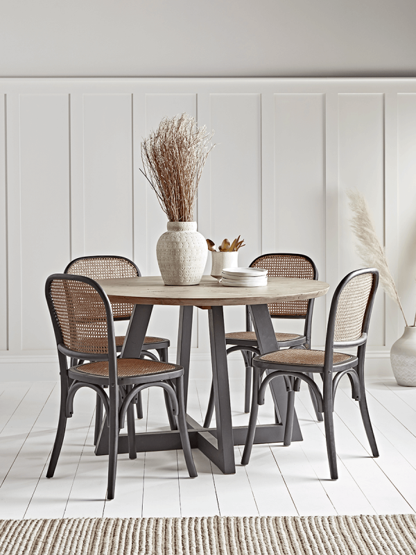 Salcombe Dining Table Round, Round Kitchen Tables And Chairs Uk