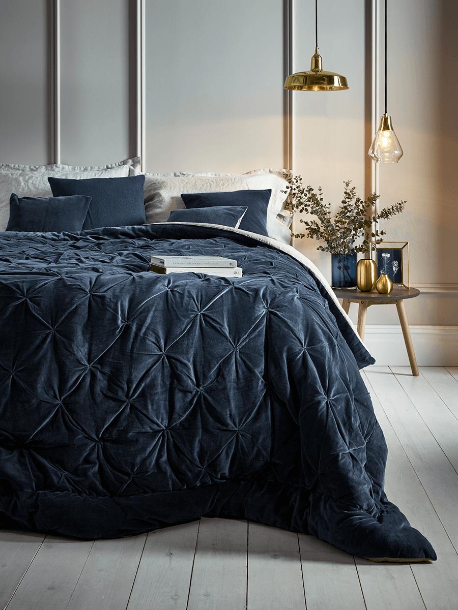 NEW Pin-Tucked Velvet & Linen Kingsize Quilt - Blue